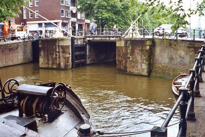 Eenhoornsluis, Hudde steen, Normaal Amsterdams Peil (NAP), Dutch Ordnance Datum
